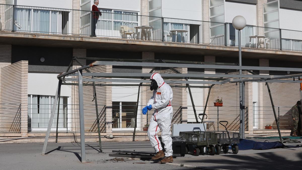 La UME desinfecta la residencia de mayores de Altabix, Elche