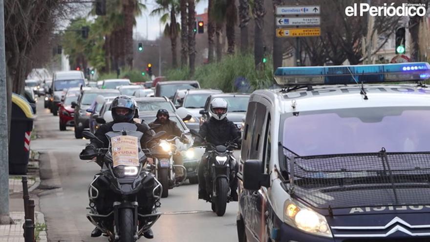 200 afectados participaron ayer en la caravana de la hostelería y el comercio en Badajoz
