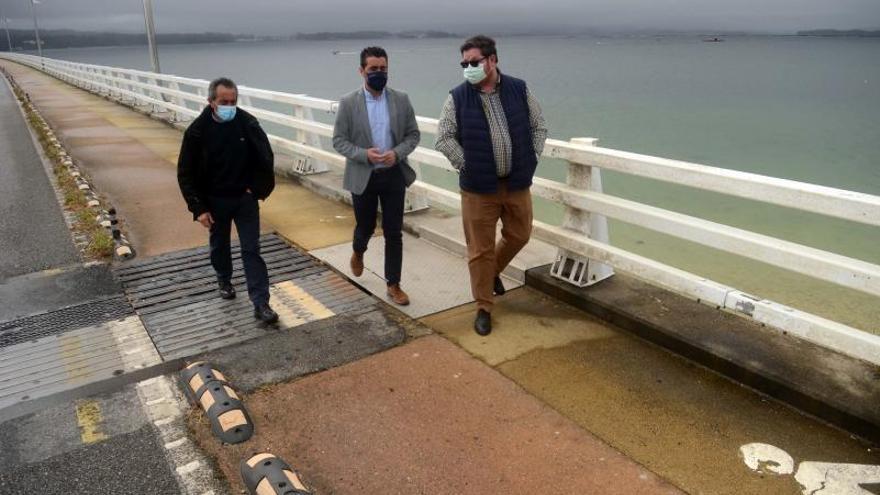 El puente de A Illa se acicala para recibir a los turistas