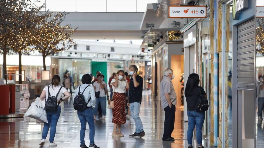 Las grandes tiendas afirman que son seguras y cuestionan el cierre obligado en Asturias