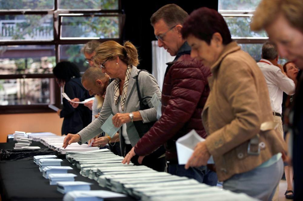 Los colegios electorales abren las urnas