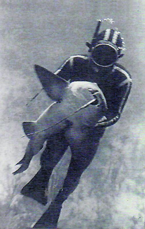 Gomis, con una pieza de enorme tamaño tras ser capturada.