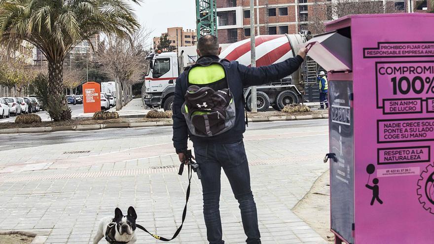 El bipartito retirará de las calles todos los contenedores de ropa usada que no tengan licencia