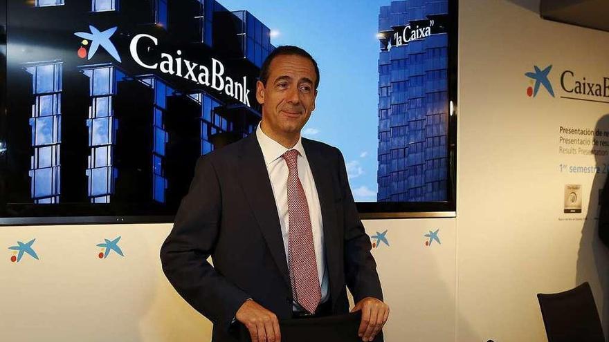 CaixaBank gana 839 millones hasta junio, un 32% más, tras integrar el banco luso BPI