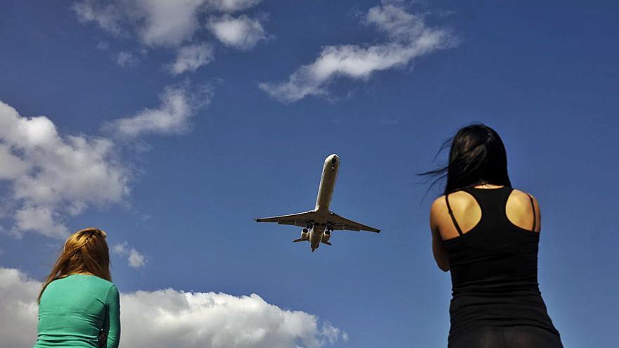 Expertos en descuento aéreo apoyan una cuantía fija por vuelo