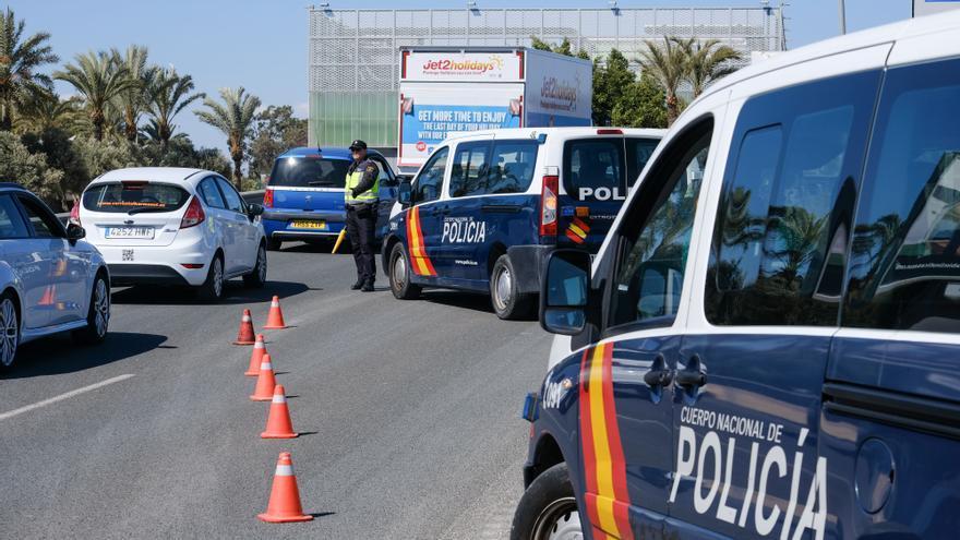 Un policía nacional de Elche da positivo en covid tras pagarse la prueba con su dinero