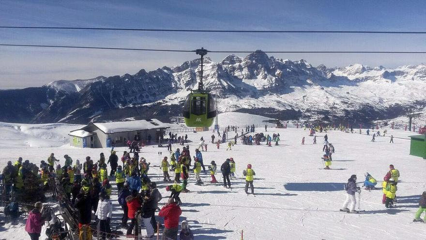 Aramón seleccionará a 200 nuevos trabajadores para la temporada de esquí