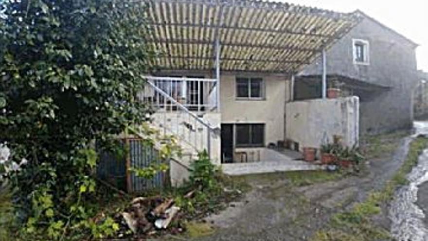 38.200 € Venta de casa en Betanzos 82 m2, 2 habitaciones, 2 baños, 466 €/m2...