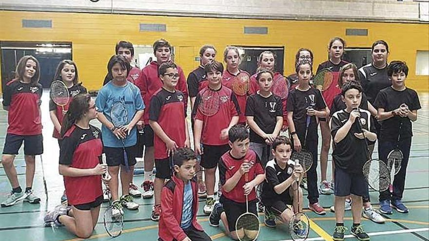 Jornada de bádminton en el Germans Escalas