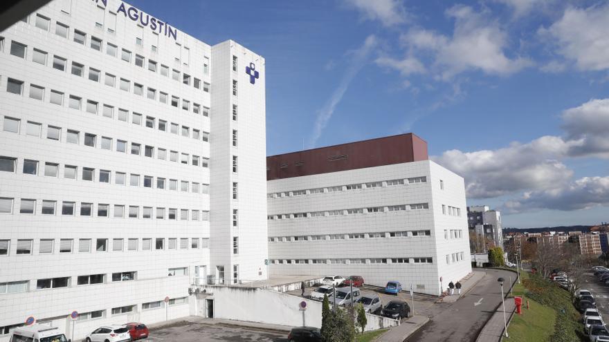 Dos docentes ya vacunados están en la UCI de Avilés contagiados de covid-19