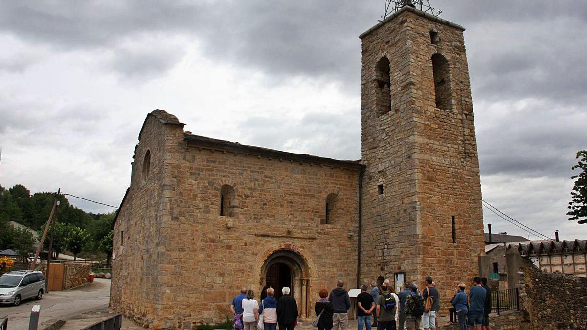 Exterior de l'església de Santa Maria d'All, a Isòvol.   ALBERT LIJARCIO
