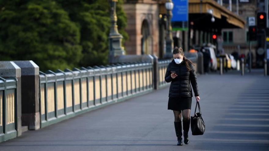 Australia cierra negocios no esenciales en Melbourne en pleno estado de desastre