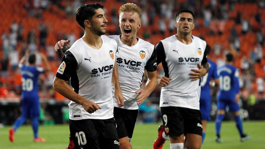 El Valencia se lleva de penalti un duelo intenso ante el Getafe