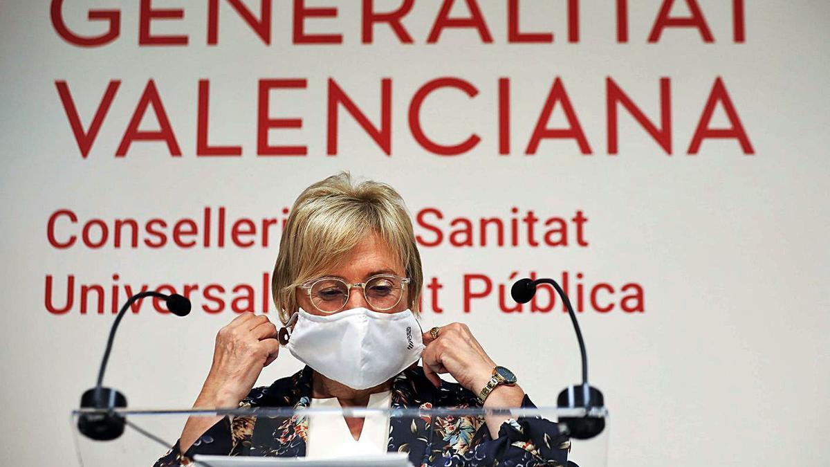 La consellera de Sanidad, Ana Barceló, ayer en un momento de su rueda de prensa.