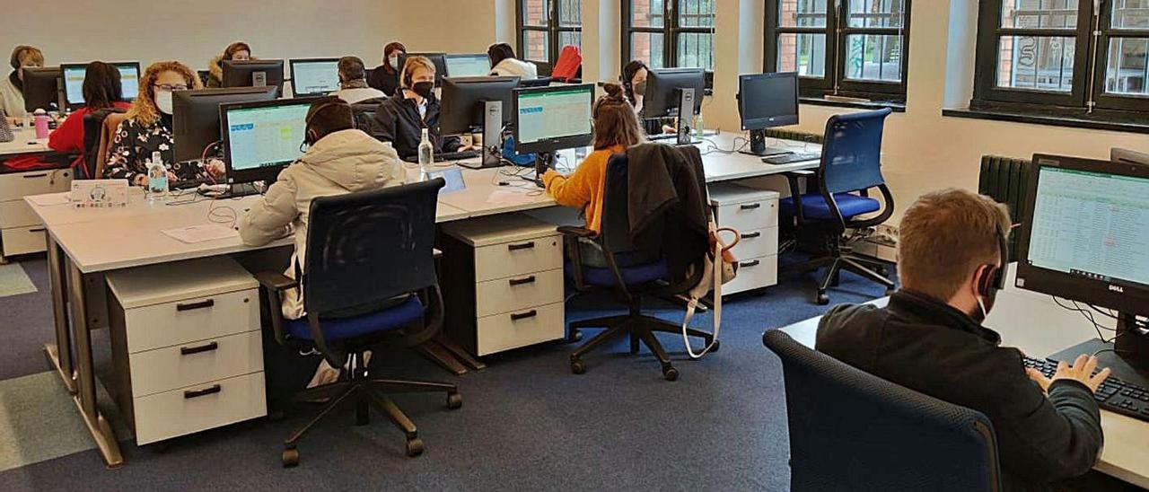 Trabajadores de Eurofirms en su nuevo edificio de Valnalón. | Eurofirms