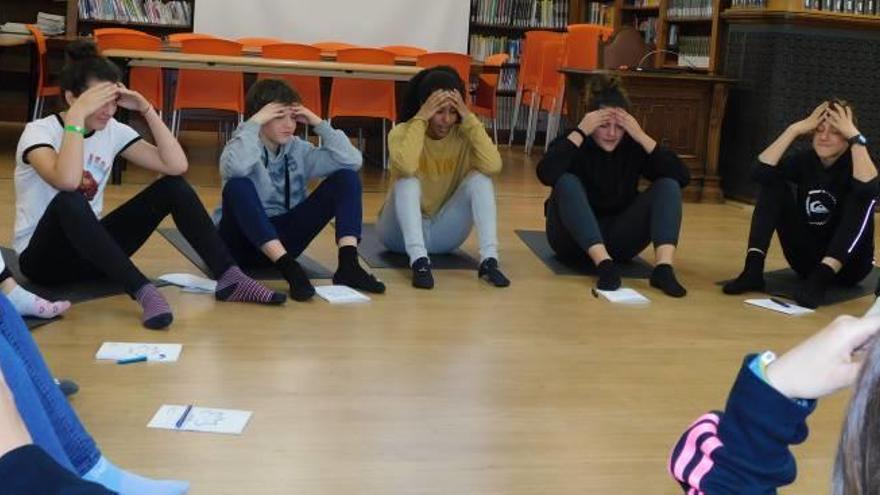 240 joves del Peguera fan classes per aprendre a gestionar les emocions