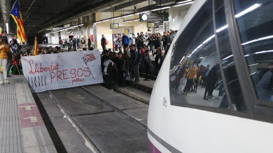 L'Audiència Provincial de Barcelona arxiva la causa pel tall de l'AVE a Sants el 8-N