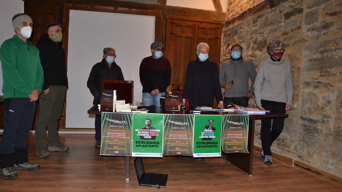Ecologistas en Acción presentando un libro sobre la mina de Calabor