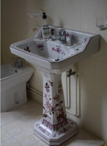 Lavabo con decoraci�n floral.jpg