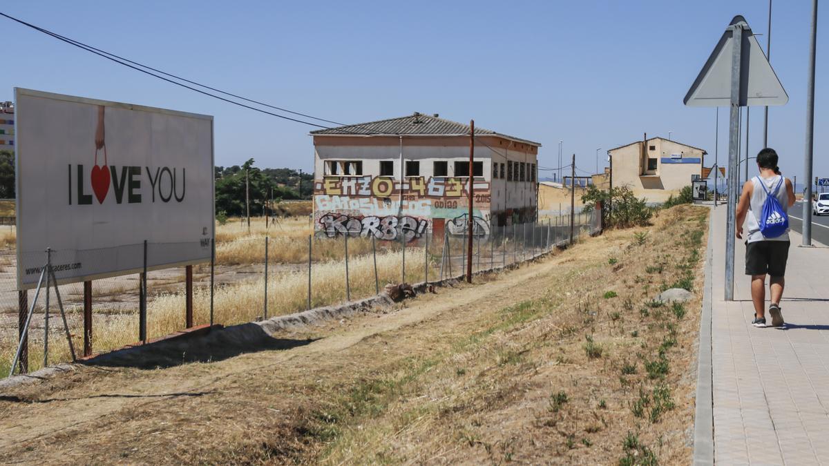 La parcela junto a la avenida de las Arenas, donde se proyectan los accesos.