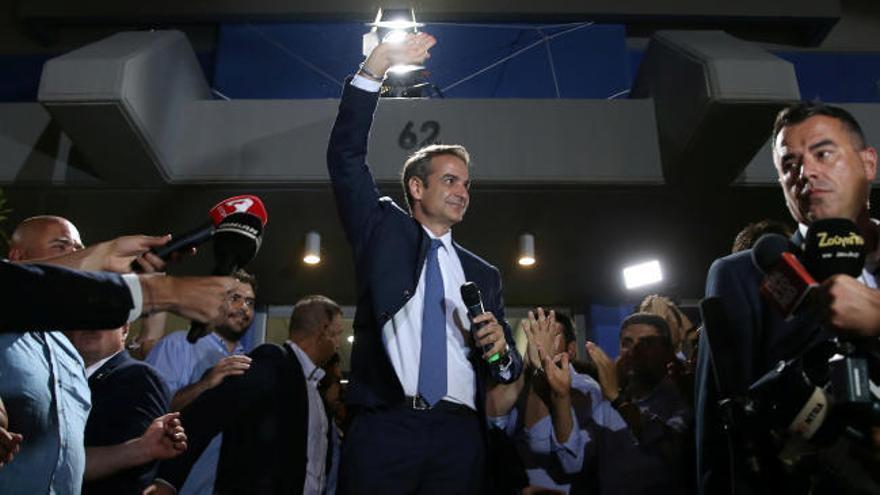 Los conservadores barren a Tsipras y ganan por mayoría absoluta en Grecia