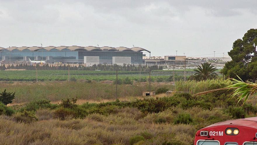 El aeropuerto cumple 21 años sin conexión ferroviaria y el proyecto guardado en un cajón