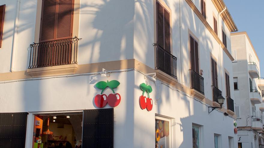 Grupo Pacha inaugura su tienda 'buque insignia' en el puerto de Ibiza