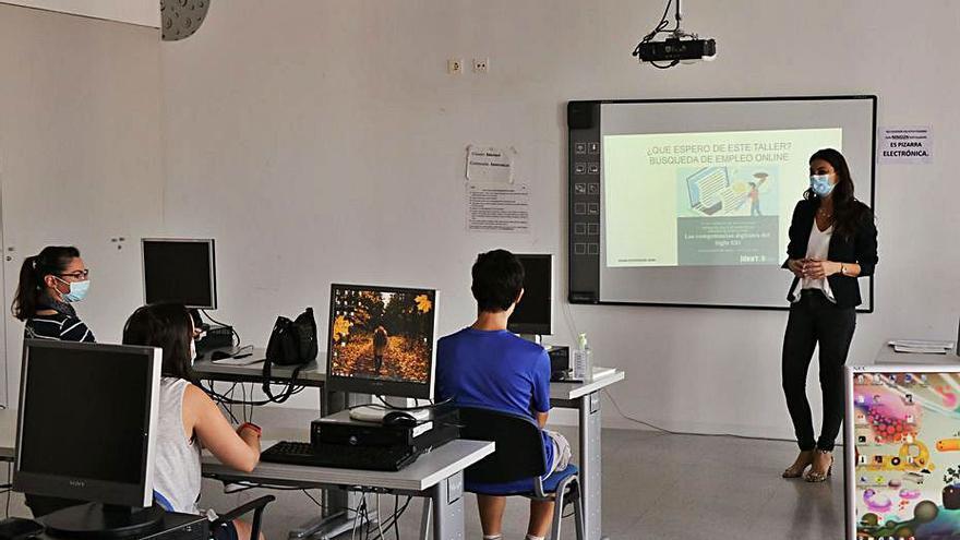 Torrent pone en marcha los  cursos  para formar en habilidades digitales