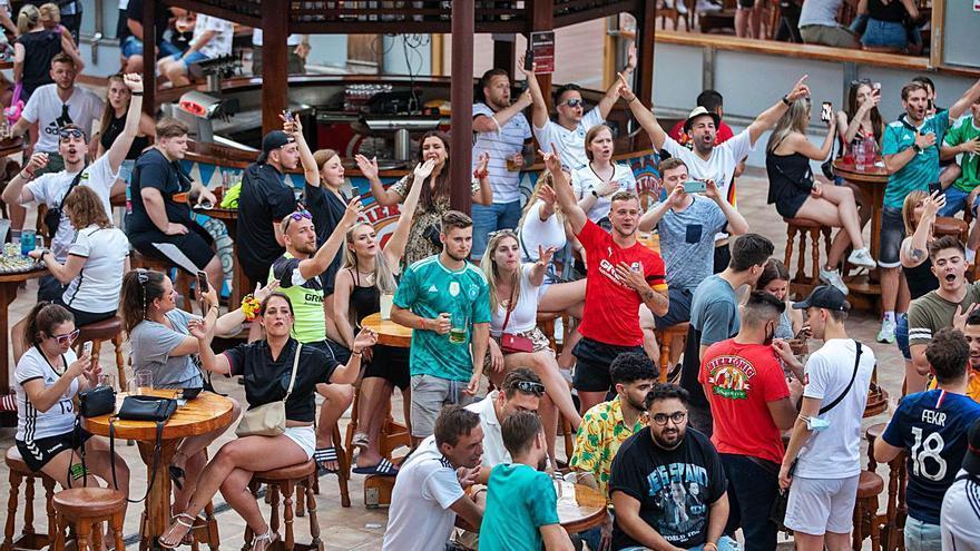 El 40% de los mallorquines cree que los turistas solo vienen a emborracharse