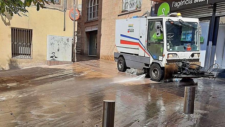 Una avaria en el servei de neteja de Berga deixa carrers de la ciutat relliscosos