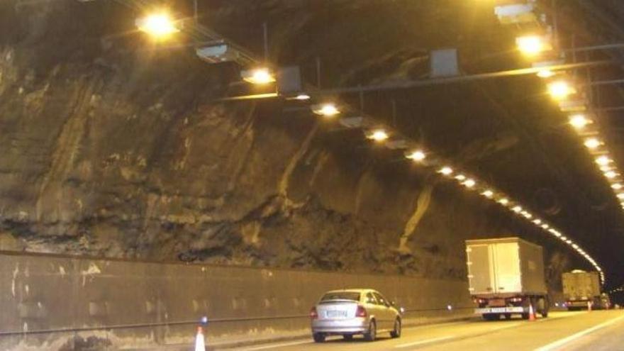 Incendi a l'interior del túnel del Bruc: normalitzada la circulació després de dues hores amb la via tallada