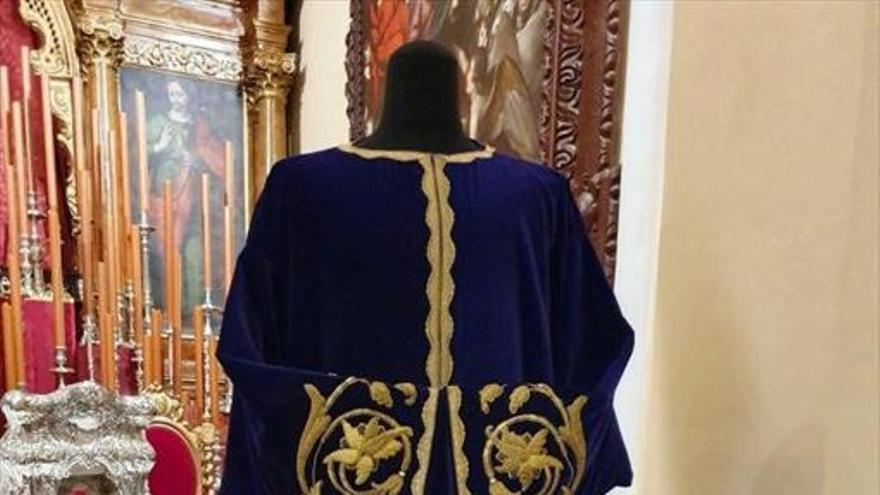 La hermandad de Jesús Nazareno recupera una antigua túnica