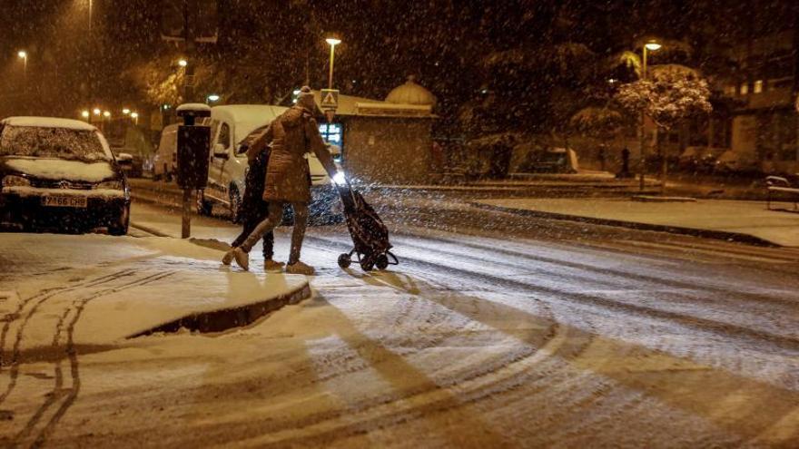 Cortes en la carretera entre la capital y La Hiniesta por la intensa nevada
