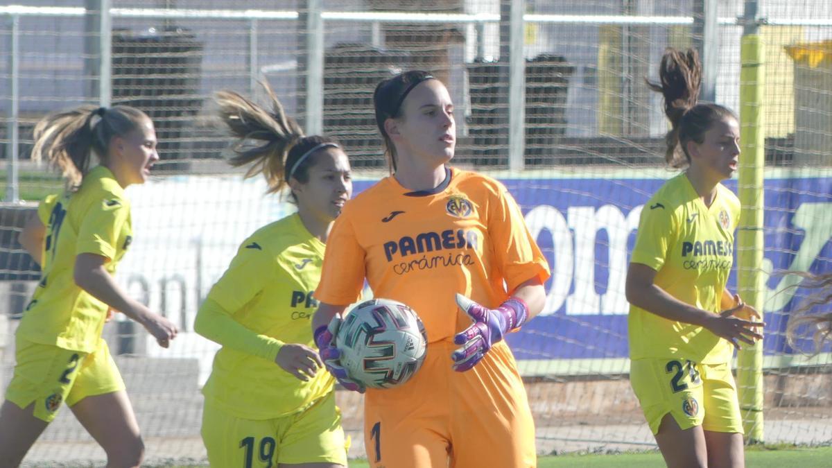 Elena de Toro y su defensa, un muro infranqueable para las rivales.