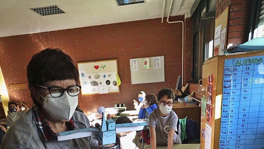Astronautas que juegan en el aula
