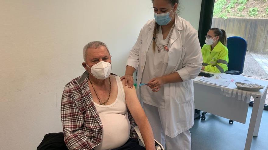 Galicia retoma la vacunación masiva mientras avanza la protección de los más vulnerables