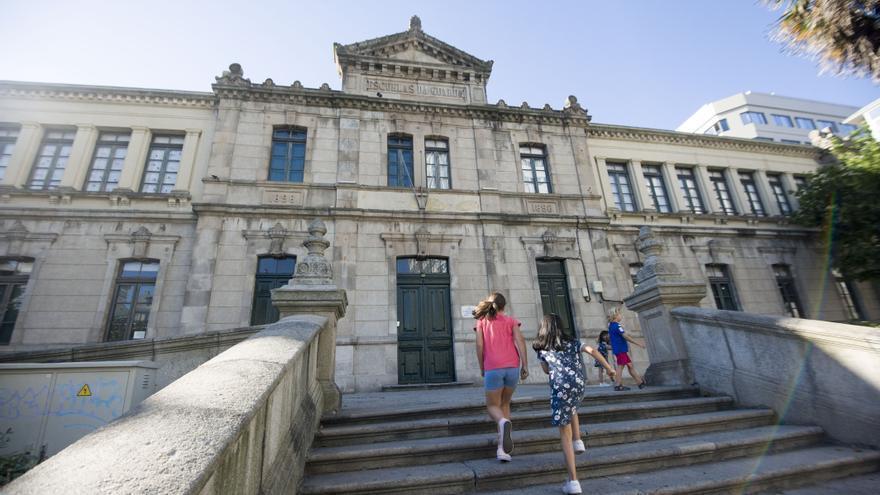 """Sanidade detecta en un colegio de A Coruña un brote """"controlado"""" de cuatro casos de COVID"""