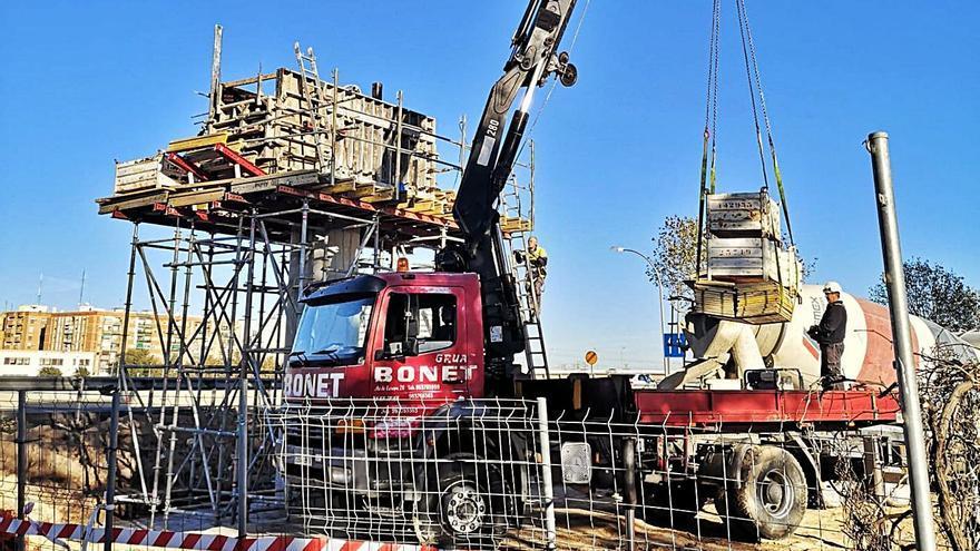 Construyen la pasarela que unirá la Torre y San Marcelino
