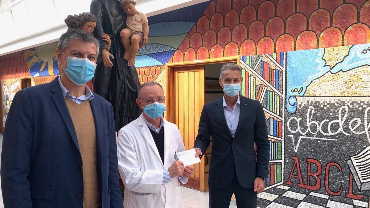 De izquierda a derecha: Lorenzo Esma, Rafael Cenizo y José Luis Trujillo en la ciudad Hospitalaria San Juan  de Dios
