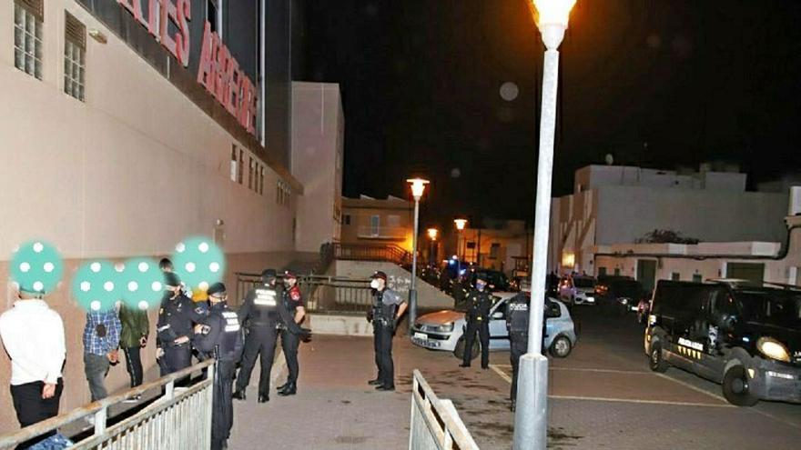 Las policías de Arrecife y Tías sancionan a 238 vecinos por no usar mascarillas y a 10 locales