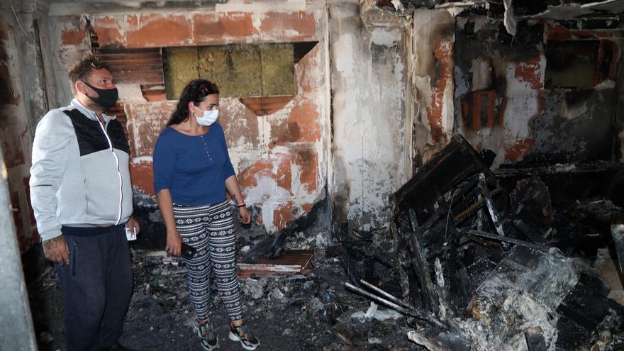 Una familia numerosa lo pierde todo en un incendio en el barrio de Santa Cristina