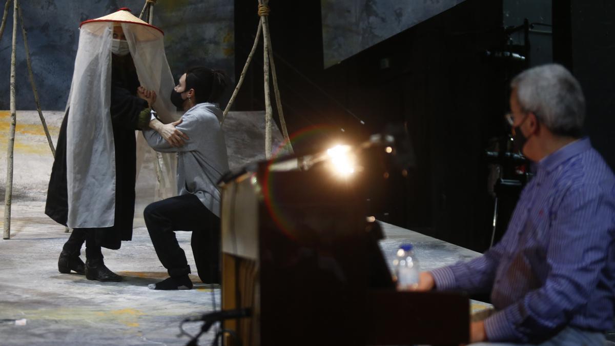 """Montaje de la Ópera """"Los pescadores de Perlas"""" en el Campoamor."""