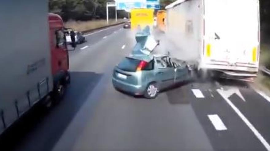 El impactante vídeo que ha compartido la Guardia Civil para evitar que hagas maniobras peligrosas en la autopista