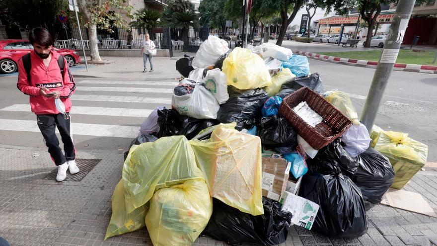 Trabajo convoca a patronal y sindicatos para mediar en la huelga de basuras