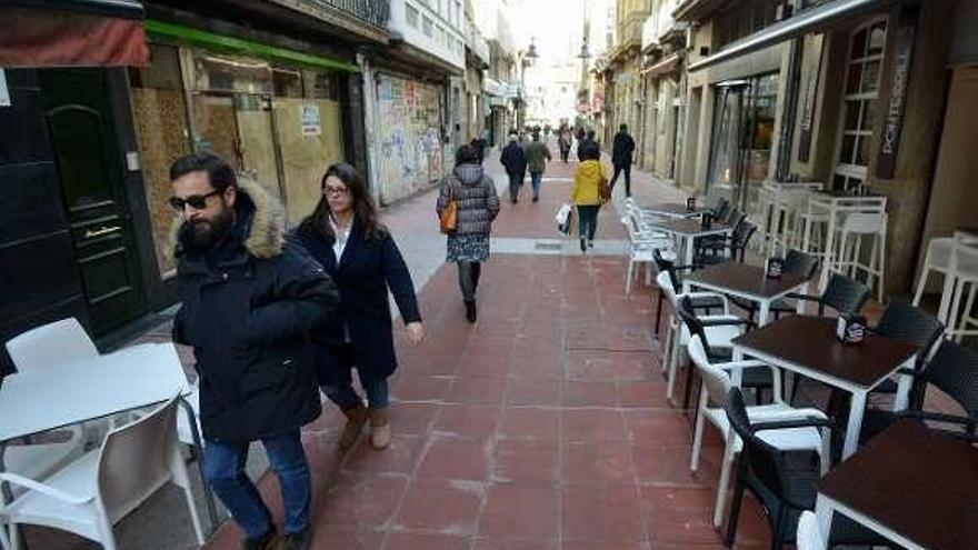 Nuevo pavimento peatonal en la Oliva tras un mes de obras