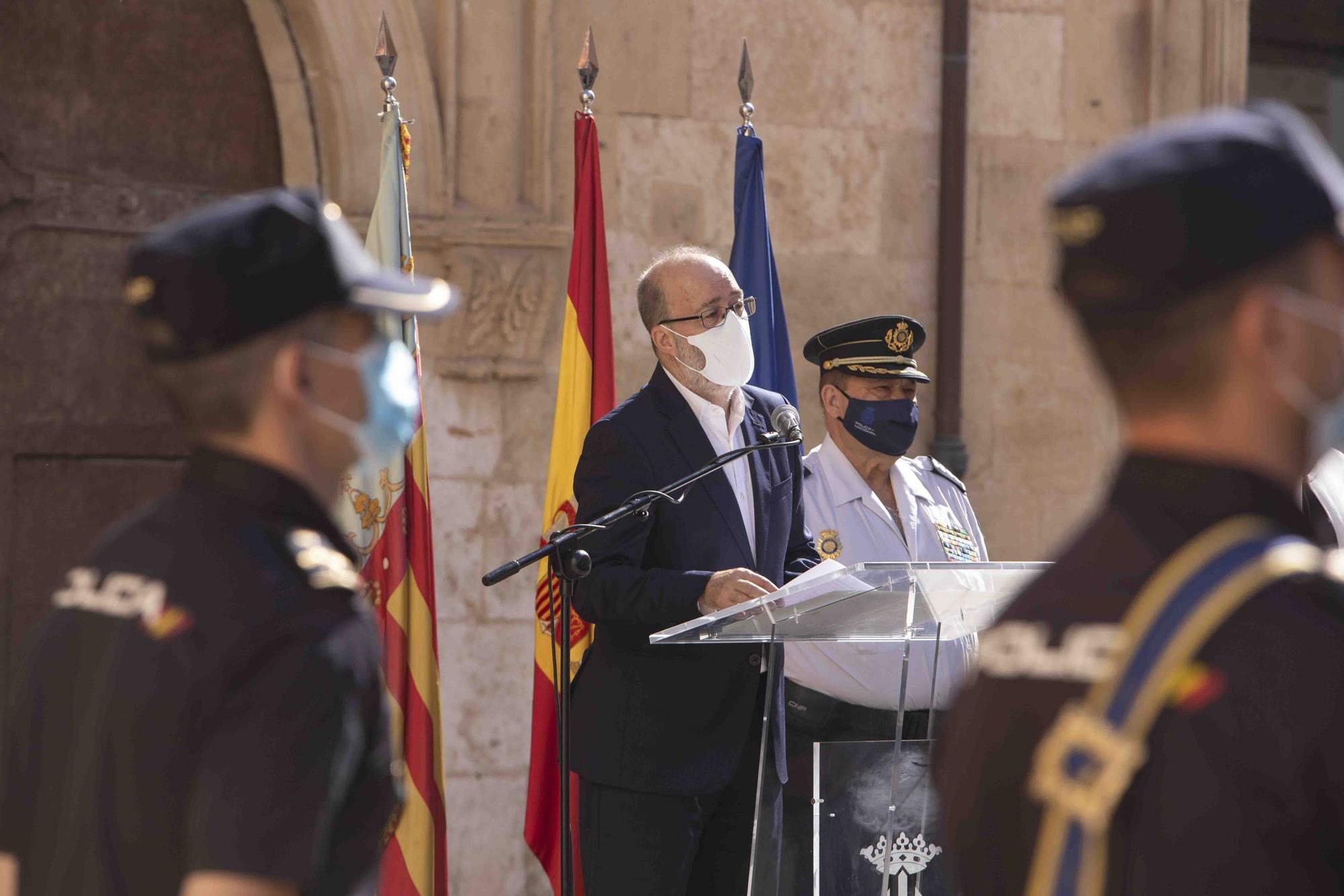 Entrega del bastón de mando al inspector jefe de la Comisaría de la Policía Nacional de Alzira - Algemesí.
