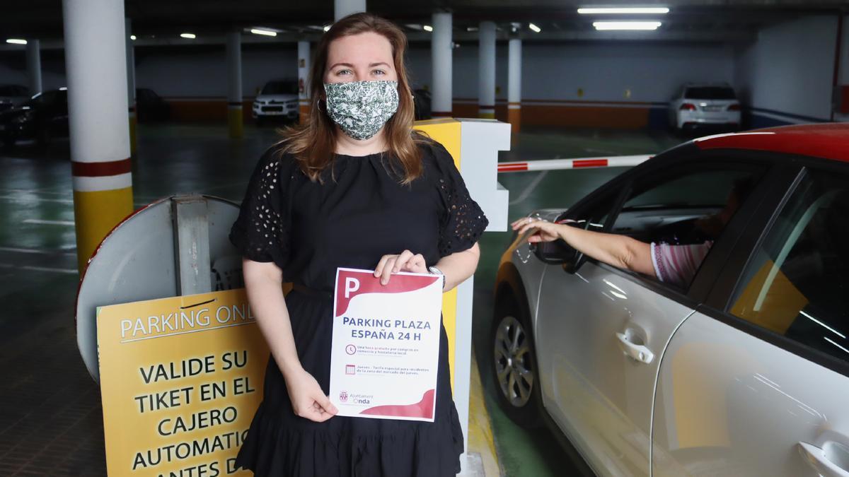 La concejala de Promoción Económica, María Baila, en las instalaciones del aparcamiento de la plaza de España.
