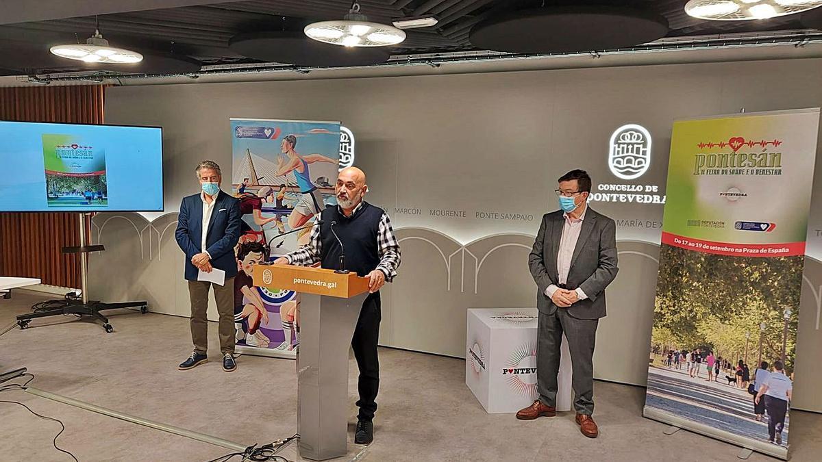Manuel Cabada, Tino Fernández y Carlos López Font, al presentar el programa. |  // FDV