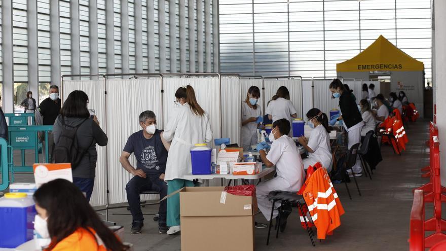Entra en servicio el vacunódromo de Ifeza, que inmuniza durante doce horas a zamoranos de 1962 y 1963