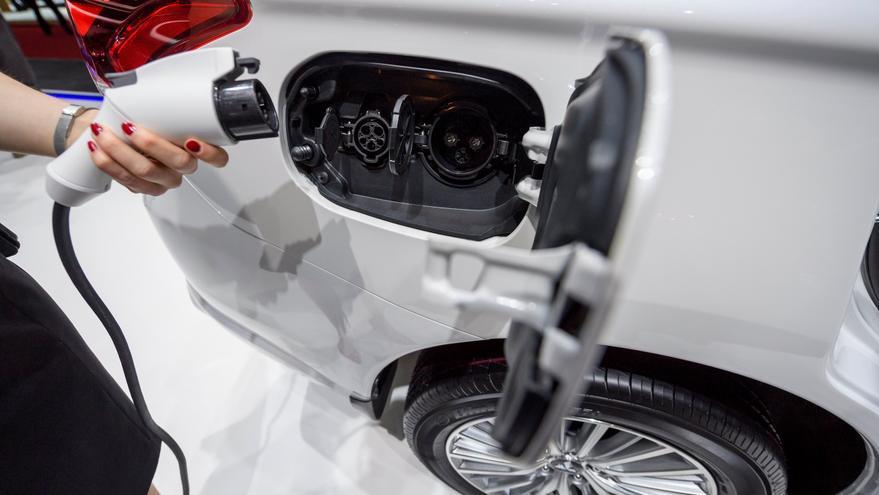 Fredica insta a los ayuntamientos a invertir en puntos de recarga para vehículos eléctricos